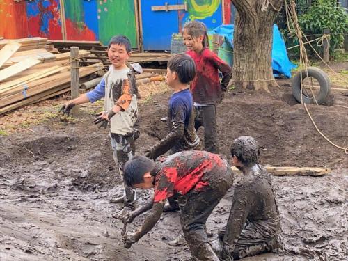 泥ゾンビを増やしていく人たち